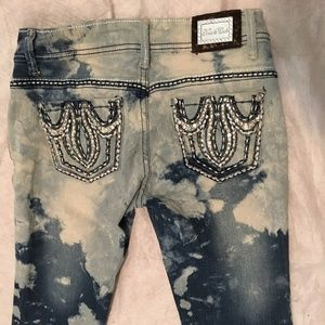TRUE ROCK Jeans rhinestone pocket Distressed  7/8